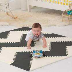 Mata piankowa Playspot Black/Cream Geo Skip Hop